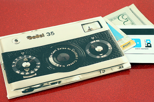 DIY Photorealistic Gadget Pouch / Image: Photojojo