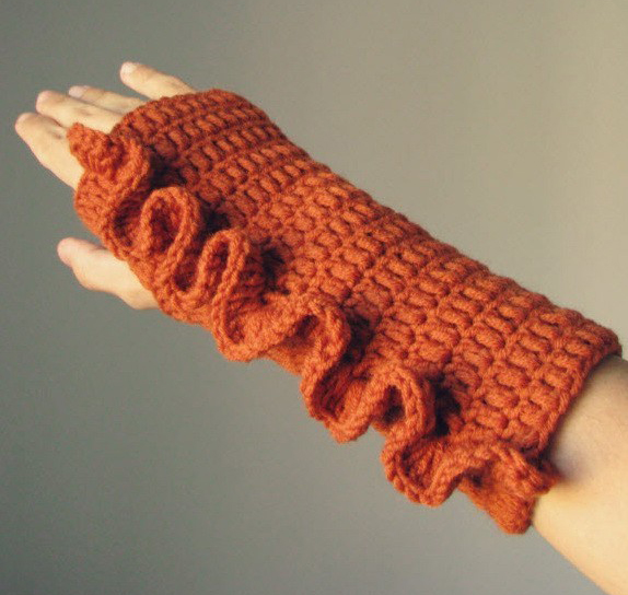 Frilly Fingerless Gloves in Orange by Elde