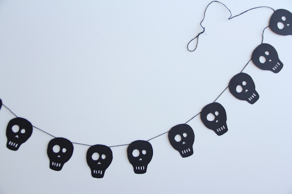 DIY Spooky Skull Halloween Garland by Lovely Indeed