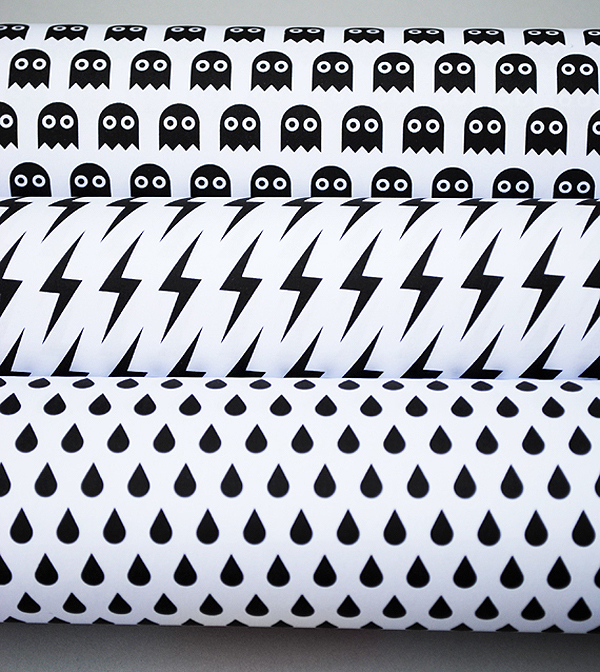 Free Printable Black &amp; White Halloween Gift Wraps by Mini-eco